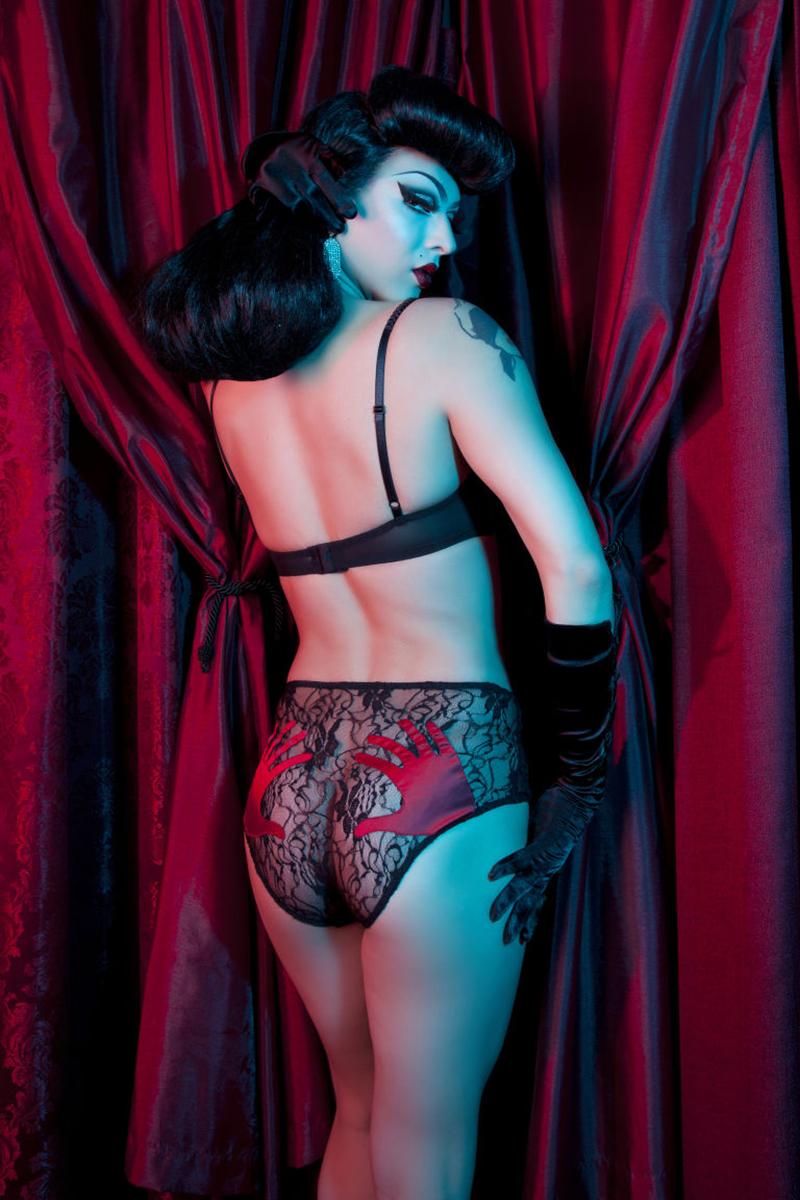 """Violet Chachki - Nguời mẫu """"drag queen"""" đầu tiên xuất hiện trong quảng cáo của một thương hiệu đồ lót"""