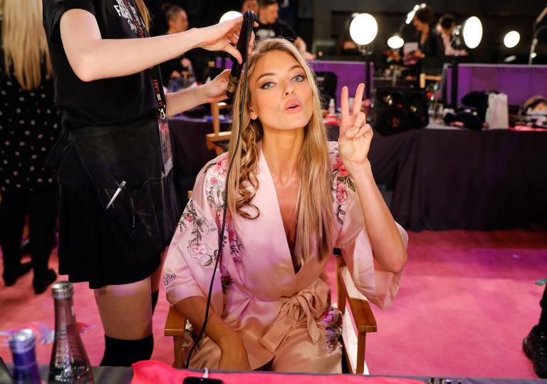 Victoria's Secret 2017: Chiêm ngưỡng khuôn diện mộc phía sau hậu trường của dàn người mẫu