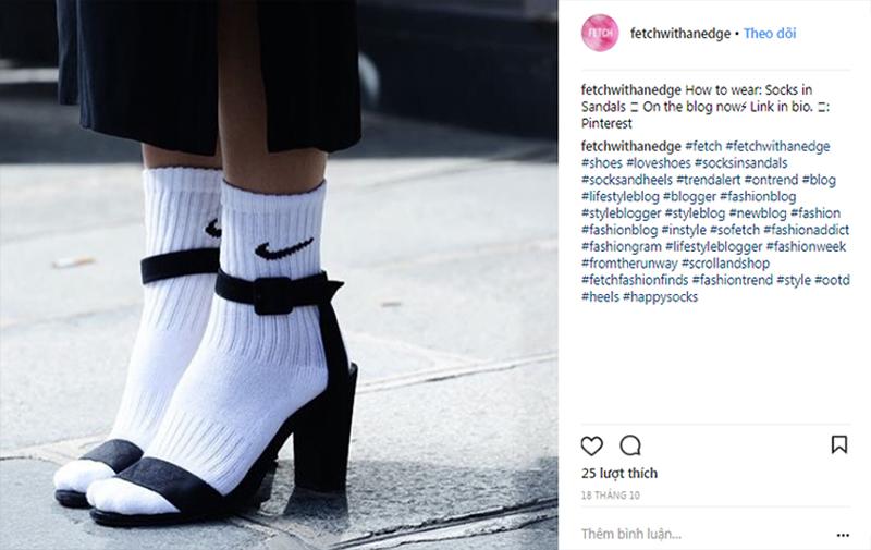 """Sandals và vớ thể thao: Xu hướng phụ kiện mới đang """"làm mưa làm gió"""" khắp mọi nẻo đường streetstyle"""