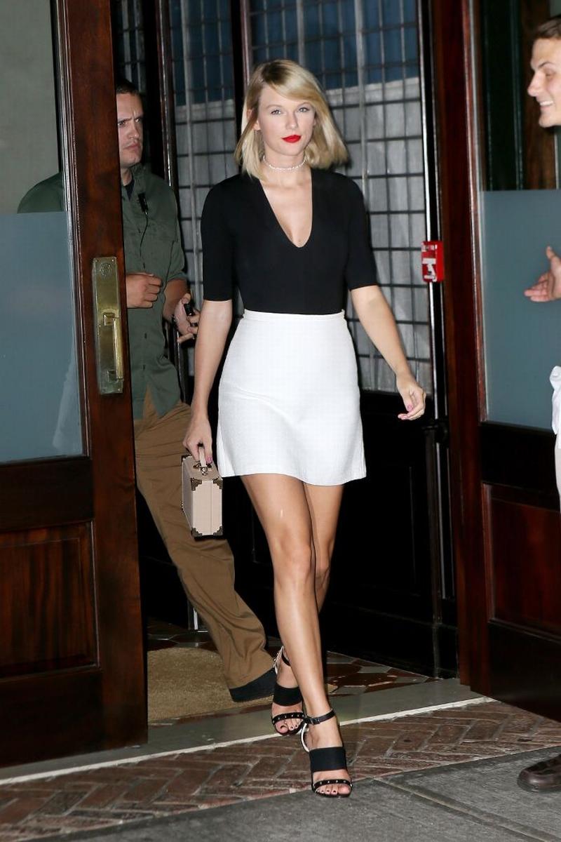 7 cách mix match đơn giản mà hiệu quả của Taylor Swift bạn nhất định phải copycat
