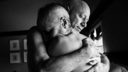 Xúc động với hình ảnh cặp vợ chồng cùng chống chọi với bệnh ung thư