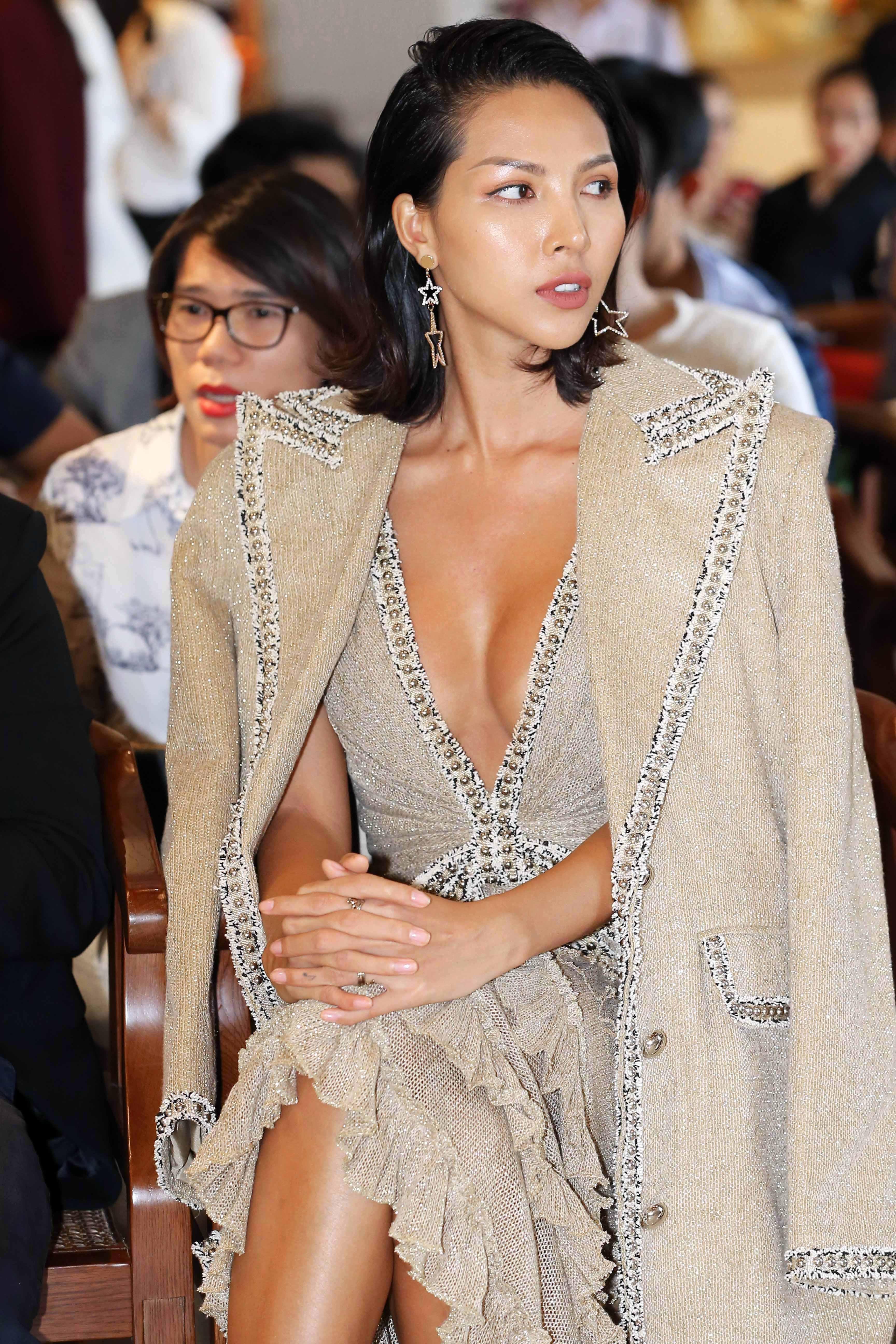 """Siêu mẫu Minh Triệu: """"ELLE Fashion Show năm nay có chủ đề thực tế và nóng hổi nhất từ trước tới nay!"""""""