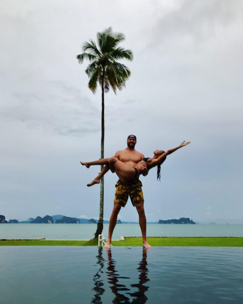 http://www.elle.vn/wp-content/uploads/2017/12/02/elle-viet-nam-Dàn-thiên-thần-Victorias-Secret-đua-nhau-khoe-thân-hình-gợi-cảm-hậu-show-diễn-tại-Thượng-Hải-07.jpg