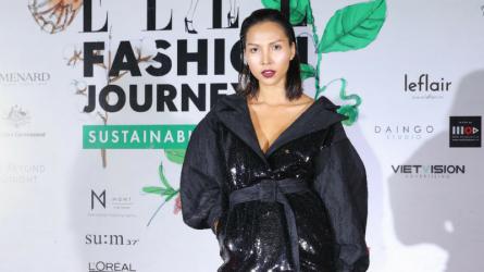 Siêu mẫu Minh Triệu xuất hiện cá tính trên thảm đỏ ELLE Fashion Show 2017