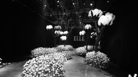 Hơn 10.300 bông vải tạo nên sàn diễn hoành tráng của ELLE Fashion Show 2017