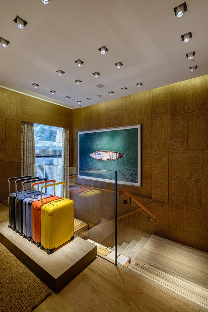 không gian mua sắm tại Louis Vuitton