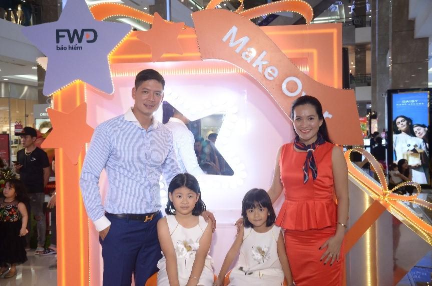 Bình Minh cùng vợ tham gia sự kiện nổi bật FW Magic Studio