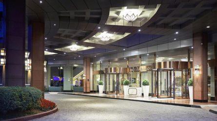 """Melia Hanoi được chứng nhận """"Luxury City Hotel"""" Và """"Luxury Business Hotel"""""""