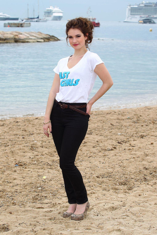Hành trình thay đổi phong cách thời trang qua từng năm của Lily James
