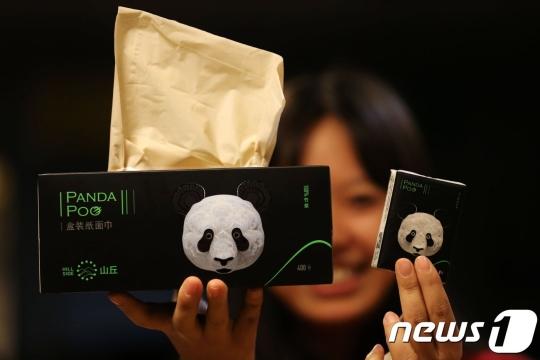 Thành tựu tại Trung Quốc: Sáng chế ra loại khăn giấy làm từ… phân gấu trúc