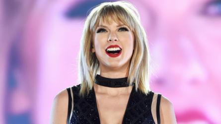 Taylor Swift mua tặng một ngôi nhà cho fan vô gia cư