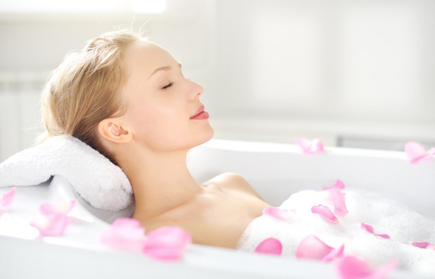 Lợi ích sức khỏe khi tắm buổi sáng bạn cần chú ý