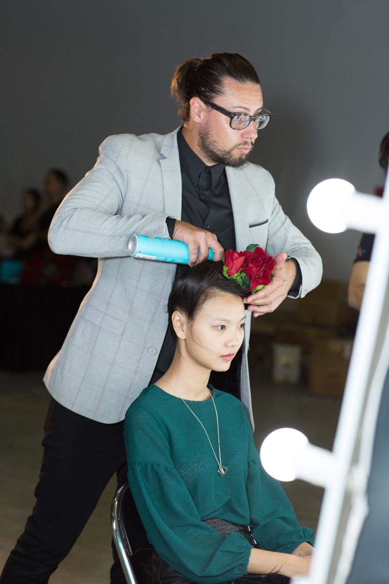 moroccanoil cách tạo kiểu tóc cổ điển người mẫu