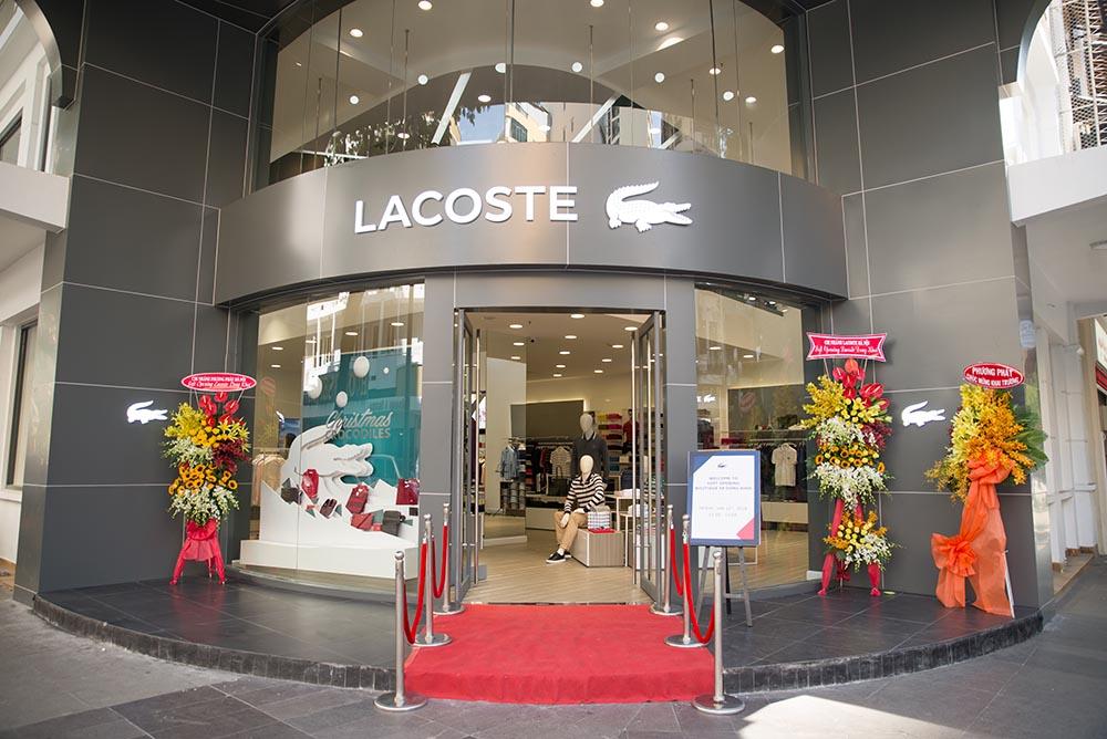 Boutique thuong hieu Lacoste DK - elle man