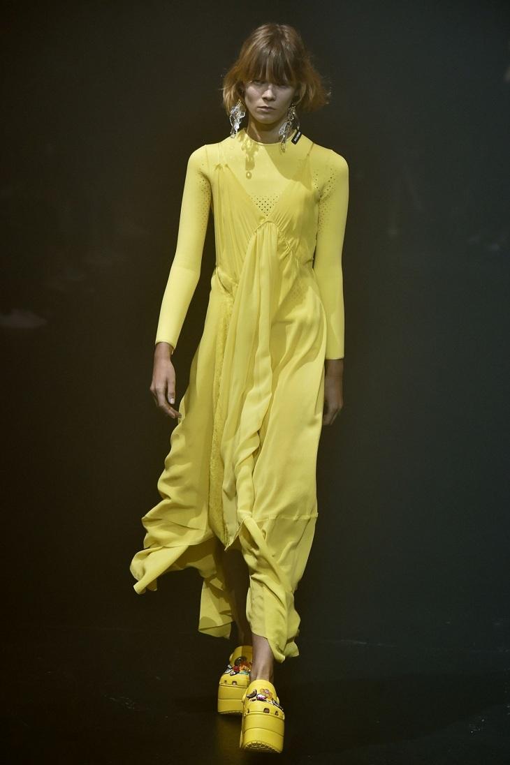 ELLE Việt Nam - Màu vàng Gen-Z sẽ thay thế màu hồng Millenial thống trị thời trang 2018 (8)
