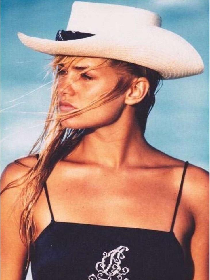 Vẻ đẹp thời trẻ của mẹ Gigi Hadid trước khi trở thành huấn luyện viên cho chương trình người mẫu