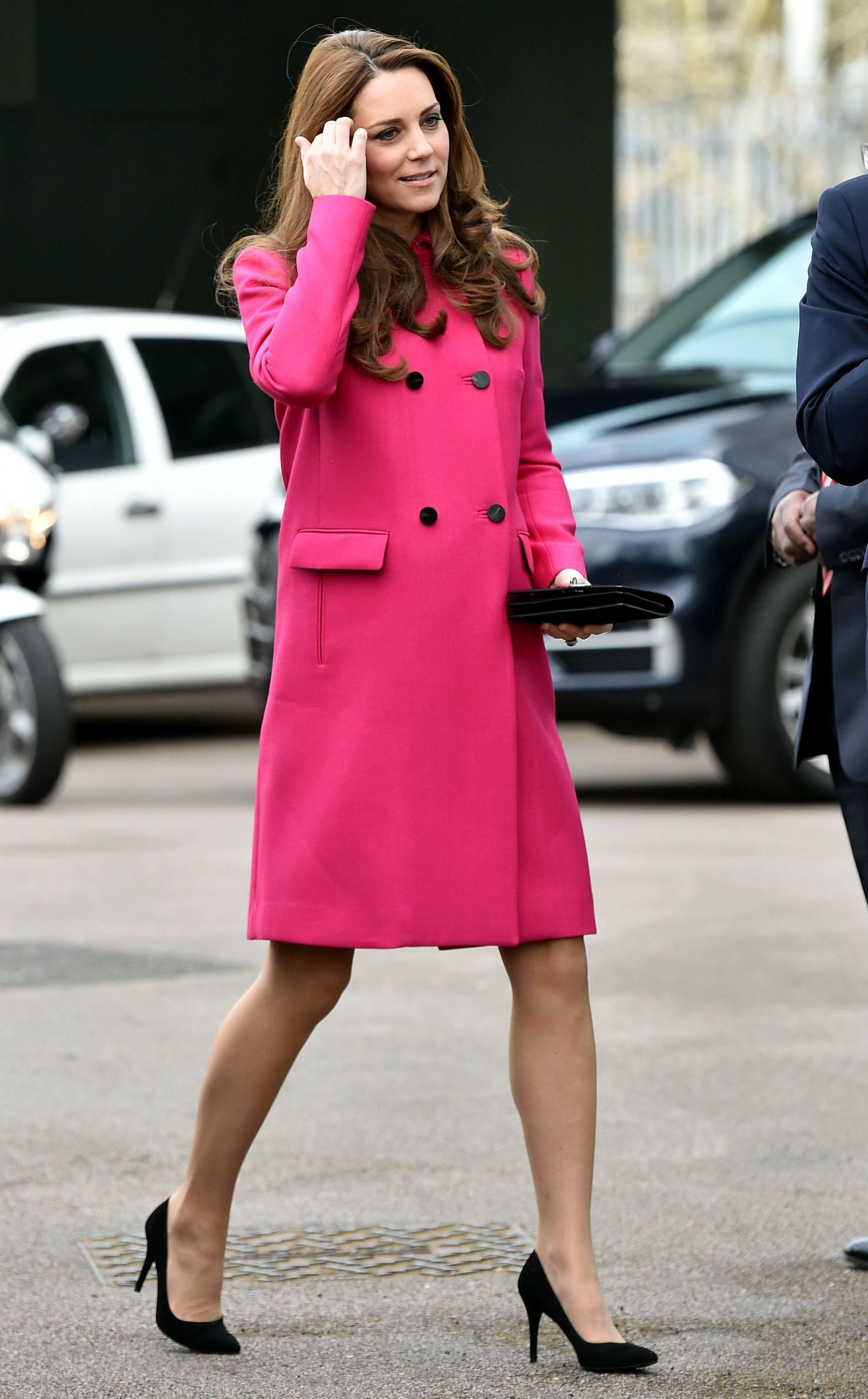 Công nương Kate Middleton ngầm tiết lộ giới tính em bé thứ ba qua chiếc áo hồng?