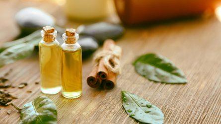 Cách dùng tinh dầu tràm trà trị mụn không gây kích ứng da