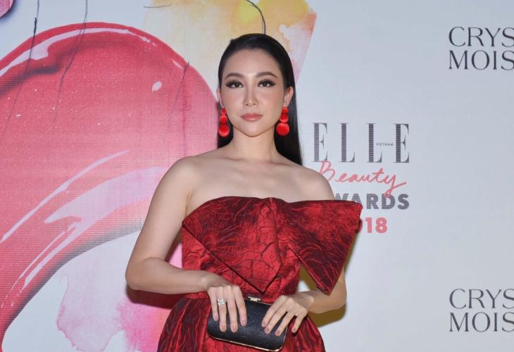 ELLE Beauty Awards 2018 phong cách trang điểm ấn tượng tóc thẳng 5
