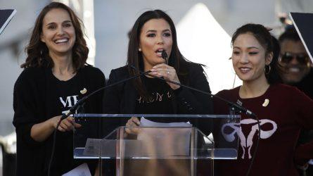 Sao Hollywood đồng loạt xuống phố cùng người dân nhằm đấu tranh cho nữ giới