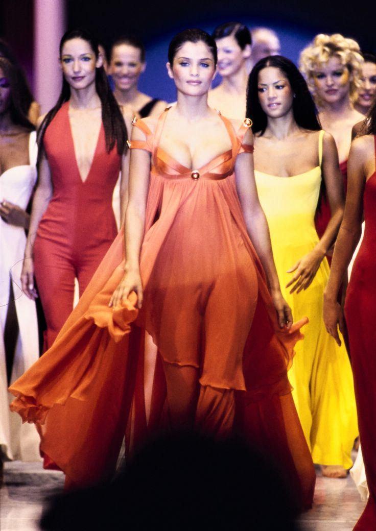 """Chiêm ngưỡng 21 thiết kế tuyệt đẹp của thương hiệu Versace trong """"American Crime"""" 6"""