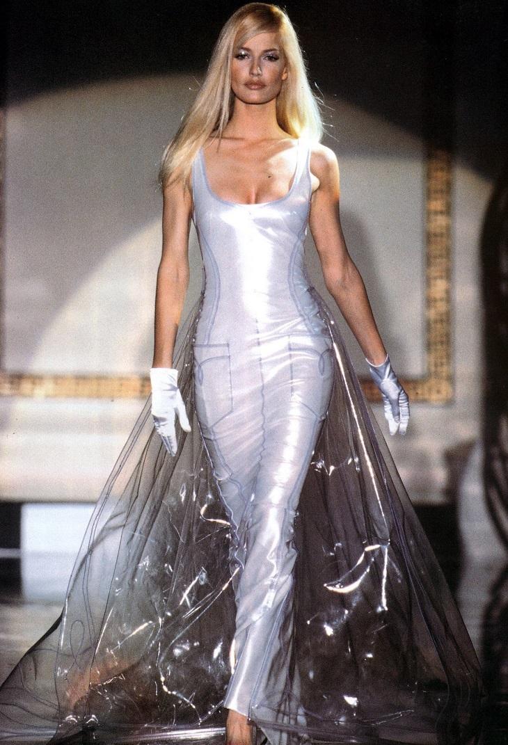 """Chiêm ngưỡng 21 thiết kế tuyệt đẹp của thương hiệu Versace trong """"American Crime"""" 9"""