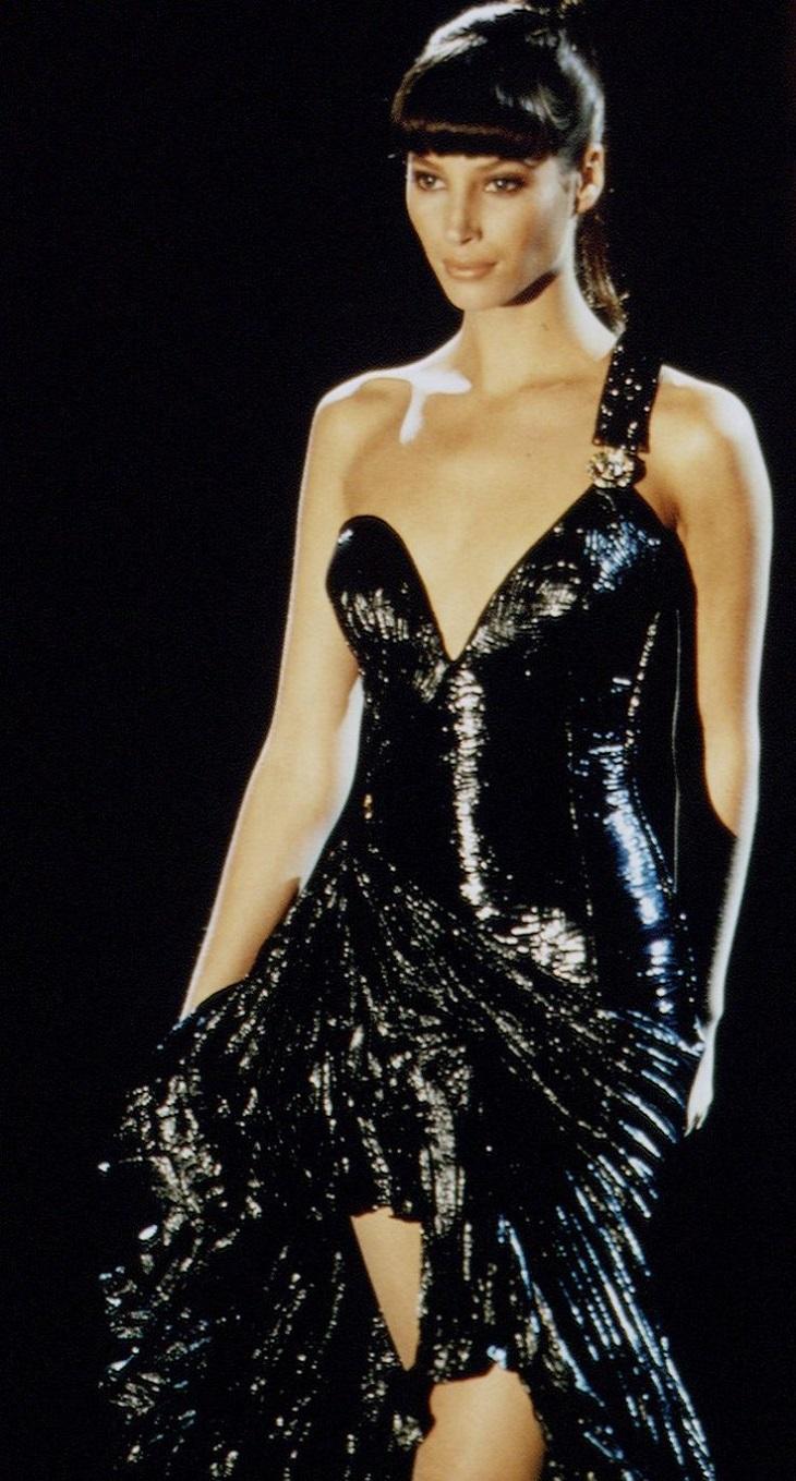 """Chiêm ngưỡng 21 thiết kế tuyệt đẹp của thương hiệu Versace trong """"American Crime"""" 7"""