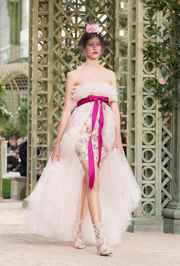 BST thời trang Chanel Xuân 2018 Couture: Mùa xuân của một triều đại mới