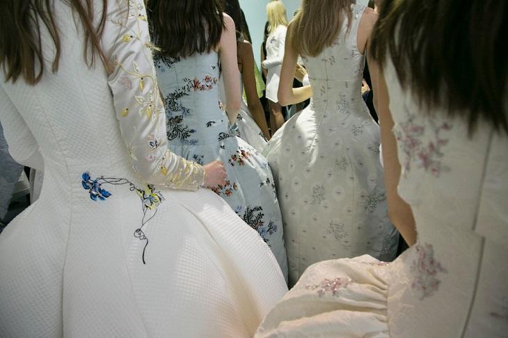 ELLE Việt Nam - 3 nhà thiết kế lừng danh giúp bạn trả lời câu hỏi tại sao thời trang cao cấp lại quan trọng (4)