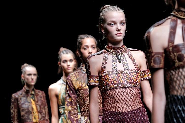 ELLE Việt Nam - 5 xu hướng không chỉ là phong cách thời trang mà còn mang ý nghĩa văn hóa (8)