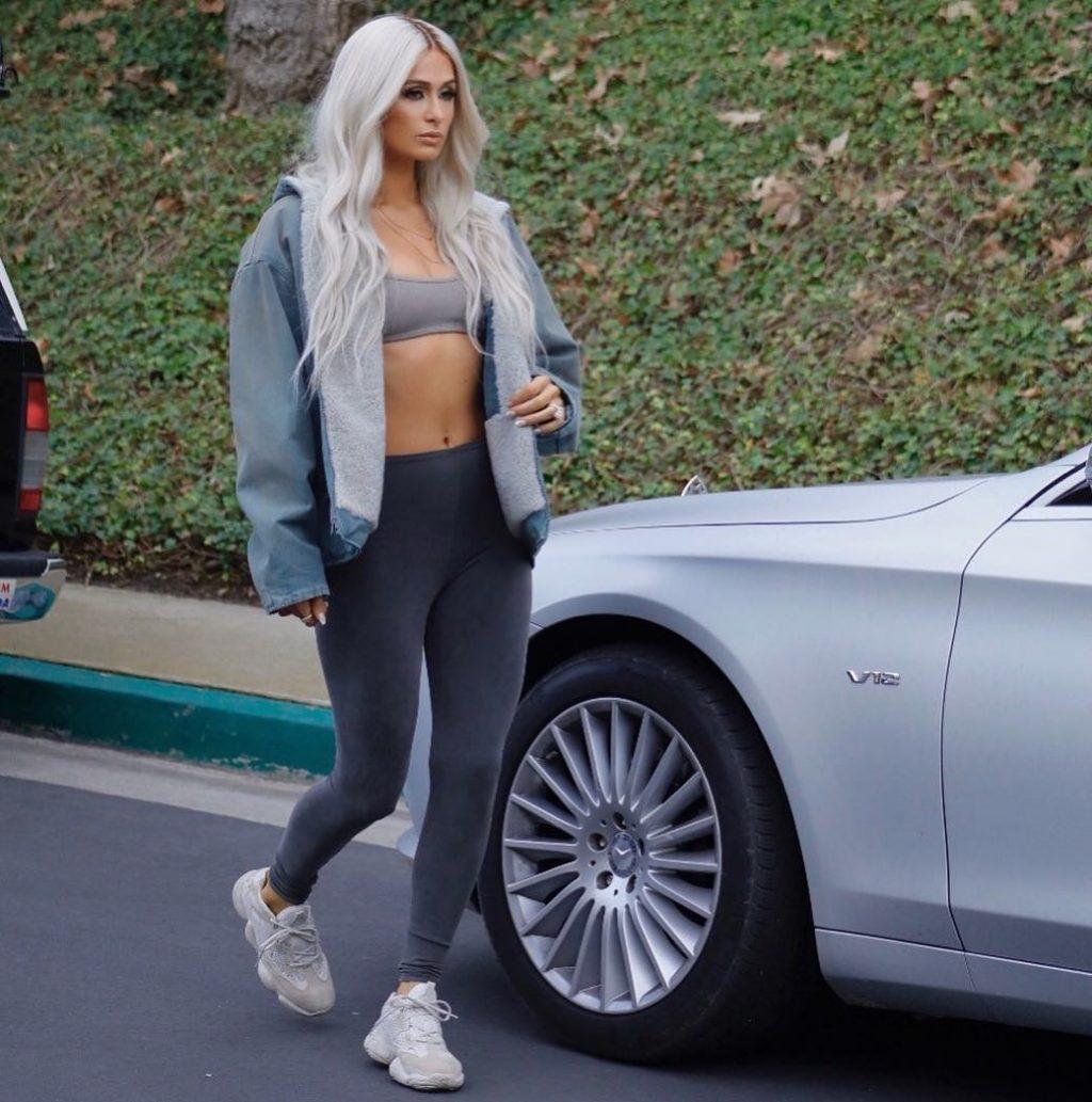 Kayne West biến Paris Hilton thành bản sao của Kim trong chiến dịch quảng bá mới
