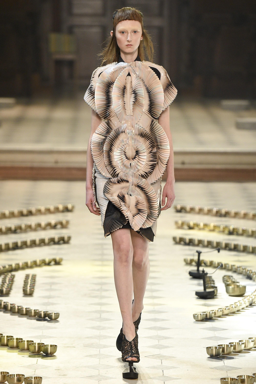 10 khoảnh khắc lịch sử Haute Couture 12