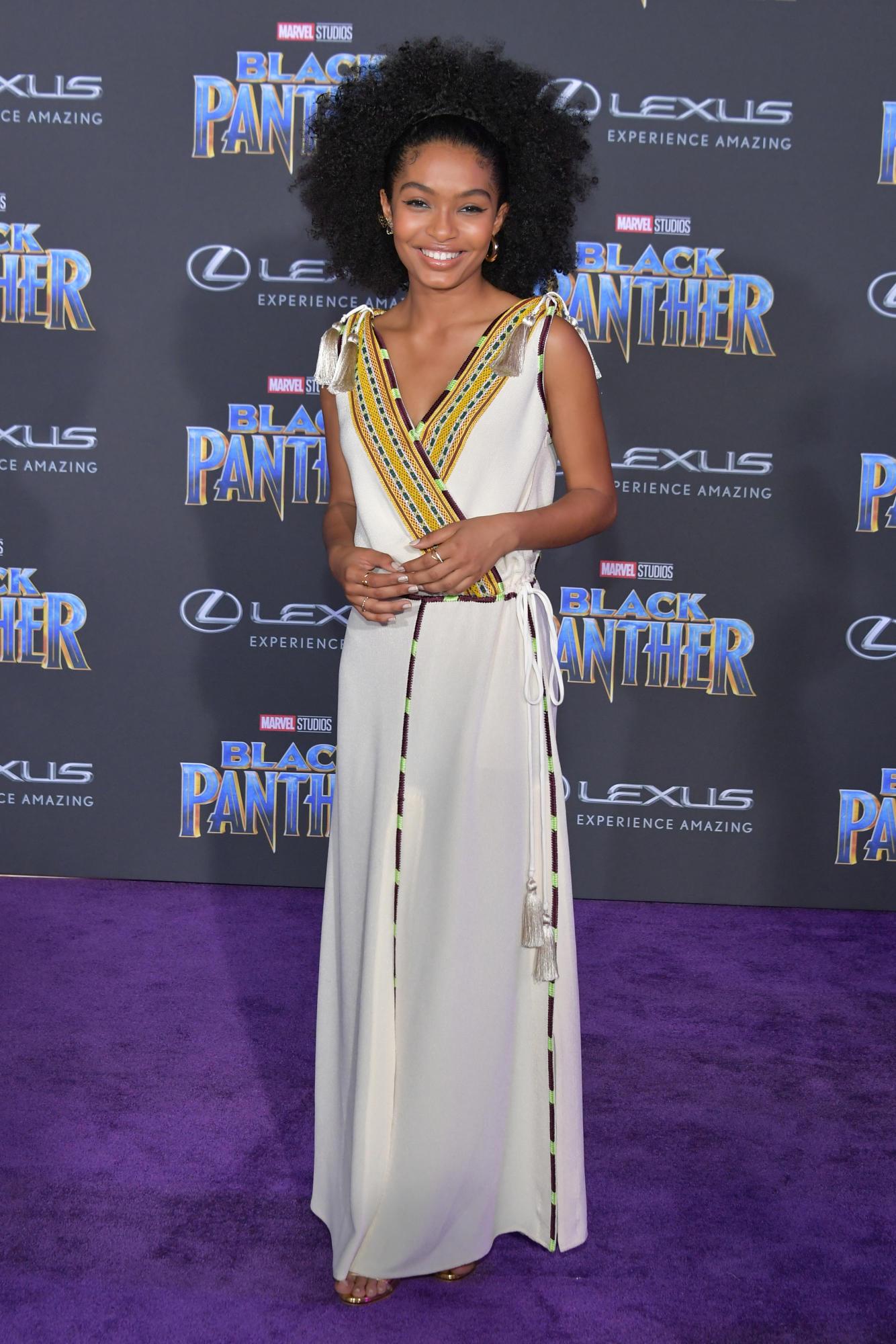"""Sao Black Panther trang phục """"quý tộc"""" tại buổi công chiếu phim 10"""