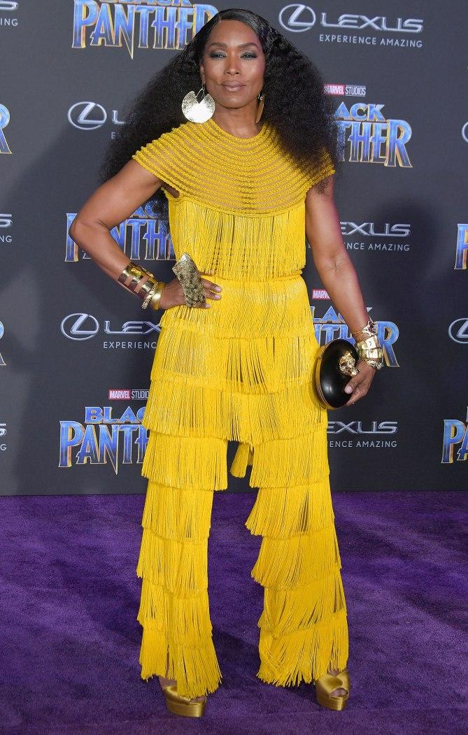 """Sao Black Panther trang phục """"quý tộc"""" tại buổi công chiếu phim 3"""