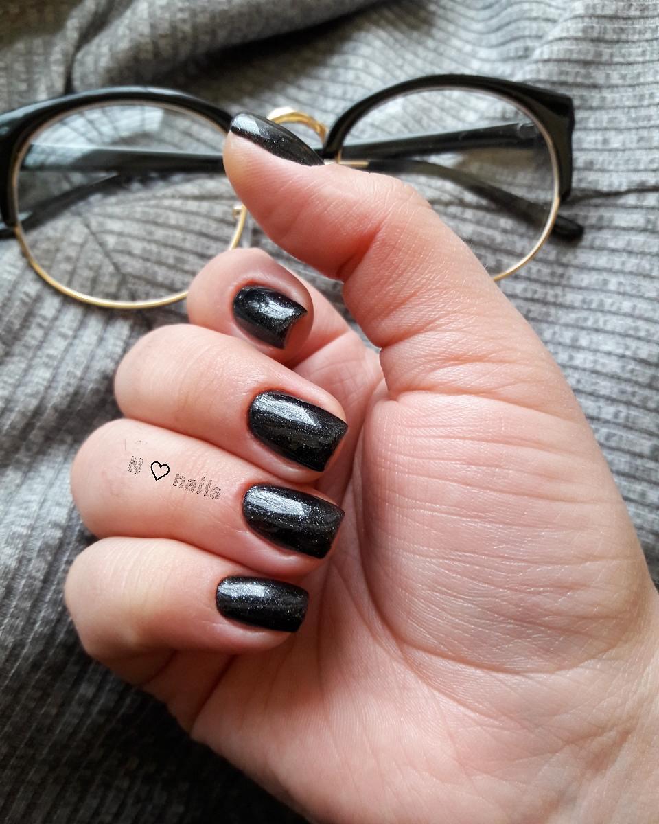 màu sơn móng tay đen thanh lịch 13