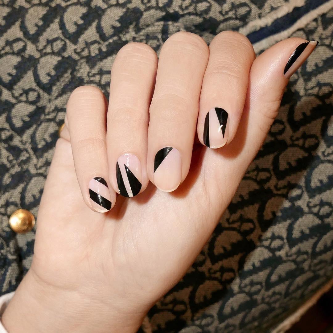 màu sơn móng tay đen thanh lịch 15