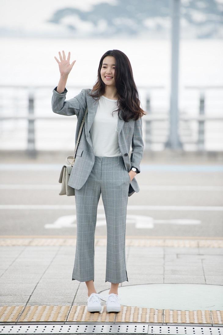 ELLE Việt Nam - Cách những thần tượng Kpop trở thành người mẫu đại diện cho các thương hiệu thời trang (4)