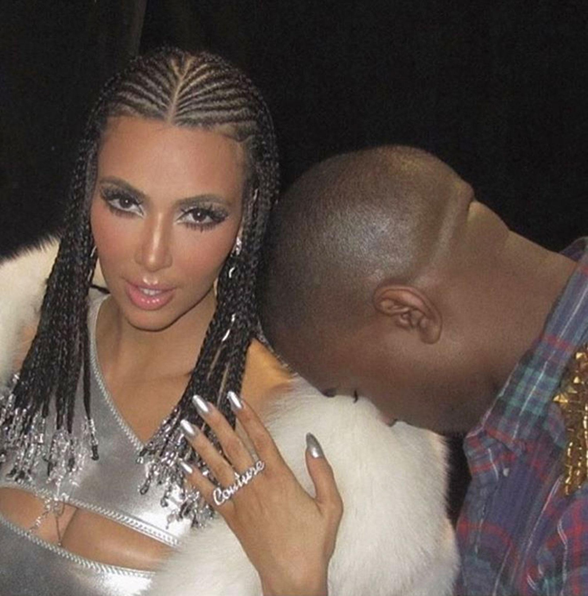 Kim Kardashian sai lệch văn hoá 4