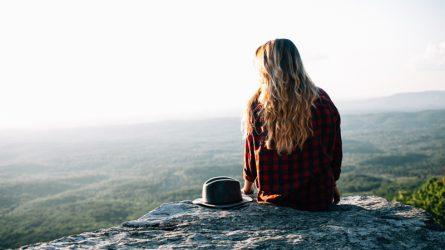 Tư thế ngồi tiết lộ điều gì về tính cách của bạn?