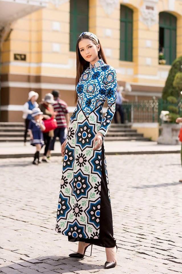 Dàn sao Việt hưởng ứng xu hướng áo dài theo từng dịp Tết truyền thống ra sao?