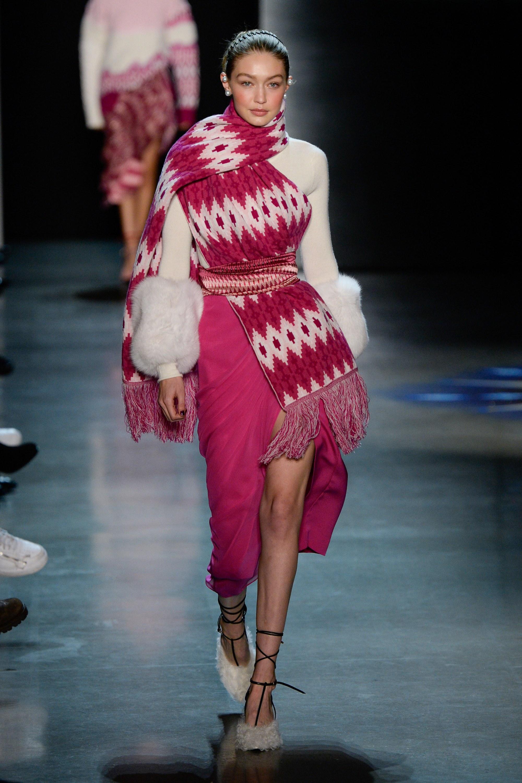 """Những người mẫu trẻ đang """"thống lĩnh"""" các sàn runway tại Tuần lễ thời trang New York 2018 11"""
