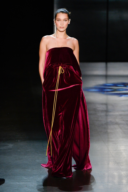 """Những người mẫu trẻ đang """"thống lĩnh"""" các sàn runway tại Tuần lễ thời trang New York 2018 12"""