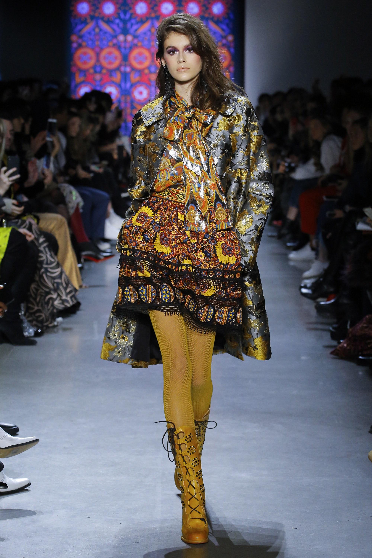 """Những người mẫu trẻ đang """"thống lĩnh"""" các sàn runway tại Tuần lễ thời trang New York 2018 7"""
