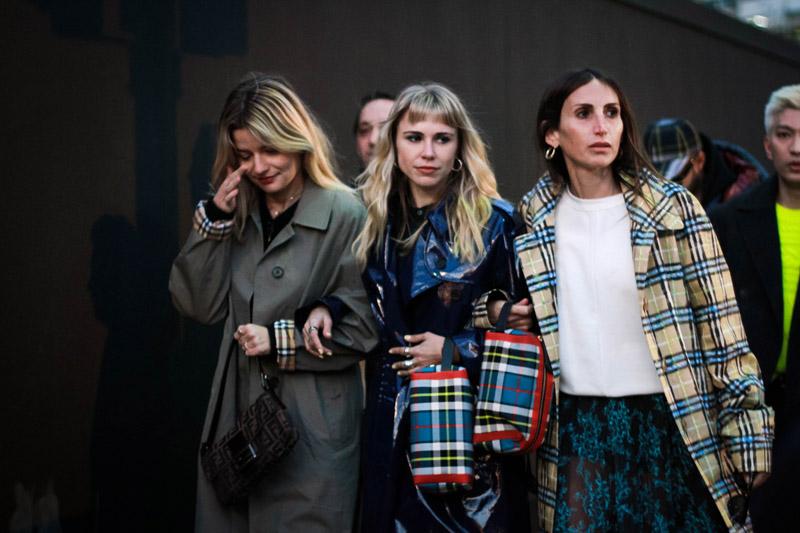 Kẻ caro cổ điển từ street style Tuần lễ thời trang London Thu - Đông 2018