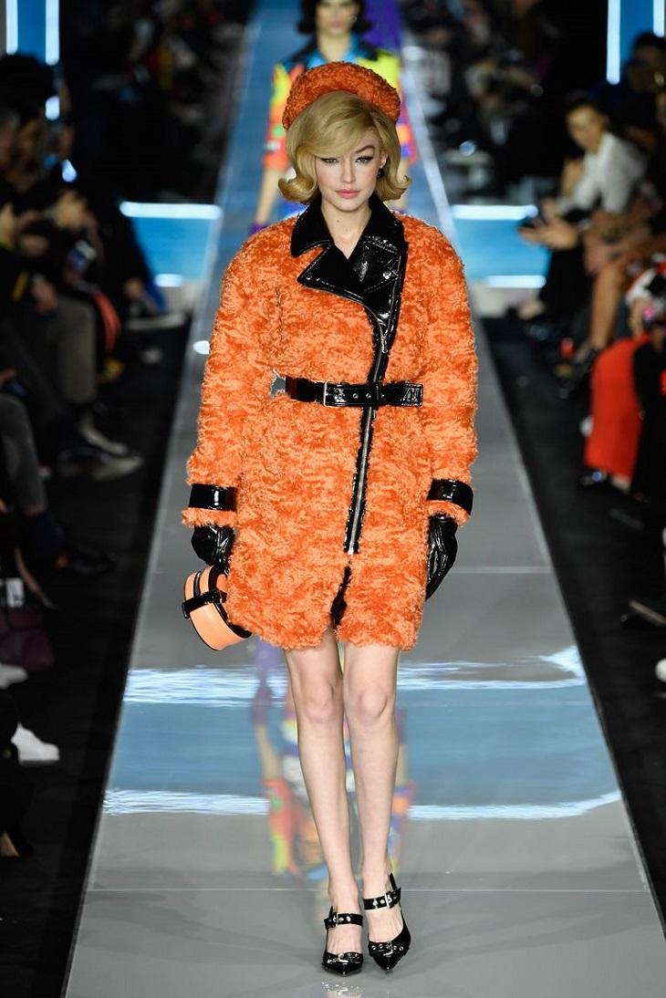 ELLE Việt Nam - Moschino nhân bản Jackie Kennedy tại sân khấu runway Milan Fashion Week 2018 (8)