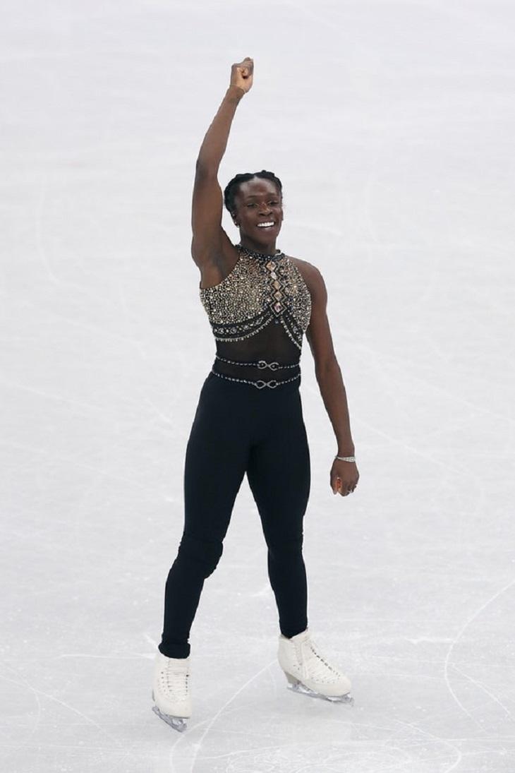 """ELLE Việt Nam - Những bộ cánh trượt băng tại Olympics 2018 chứng tỏ sân băng là """"sàn runway trắng"""" (1)"""