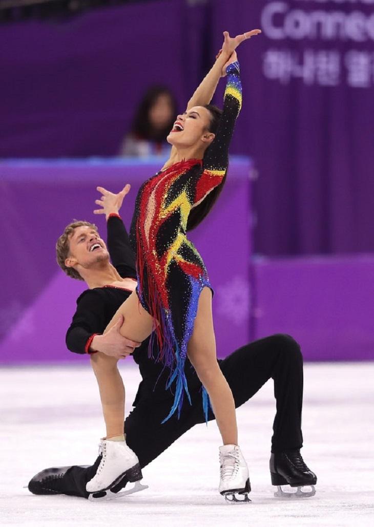 """ELLE Việt Nam - Những bộ cánh trượt băng tại Olympics 2018 chứng tỏ sân băng là """"sàn runway trắng"""" (2)"""