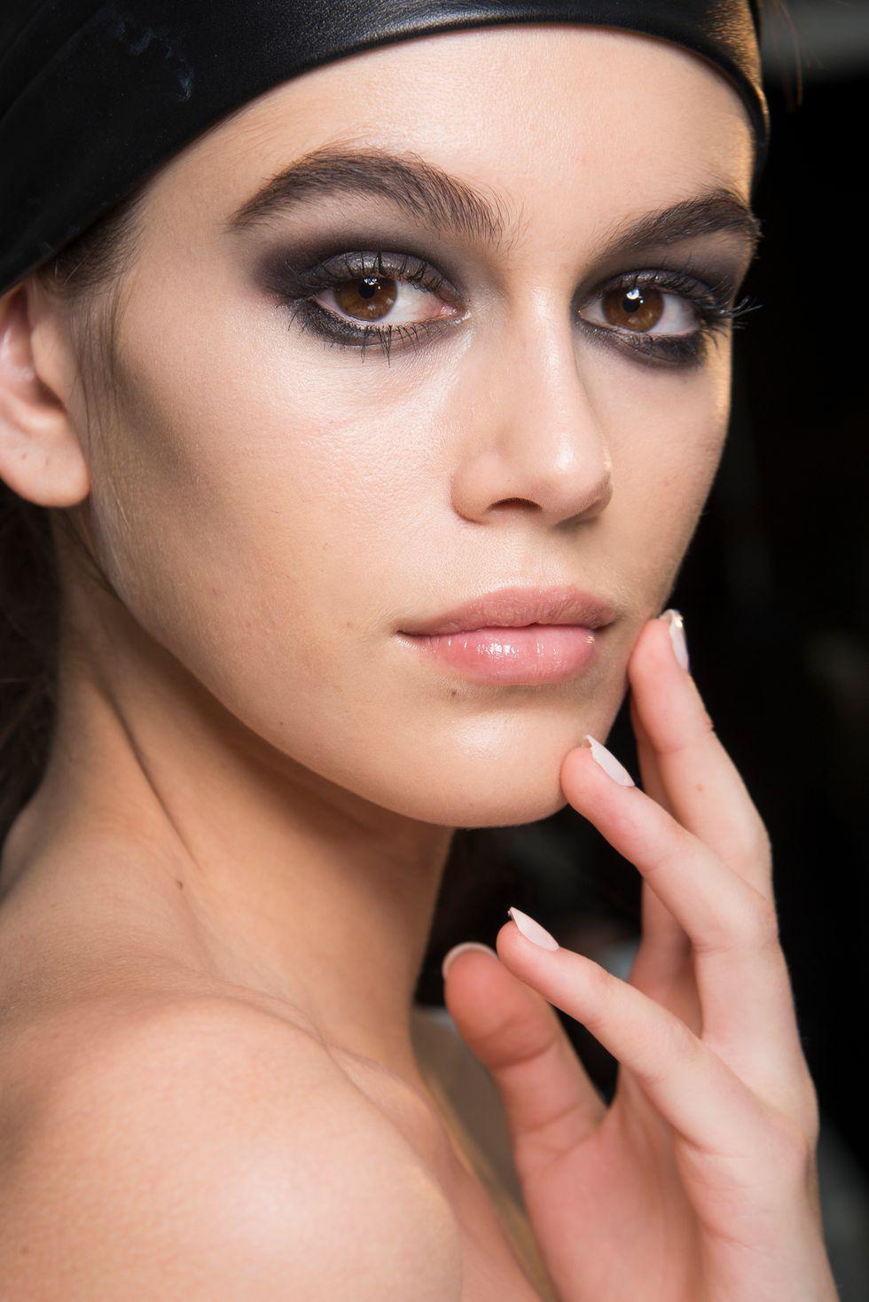 Những phong cách trang điểm mắt đẹp nhất trong các BST Thời trang Thu 2018