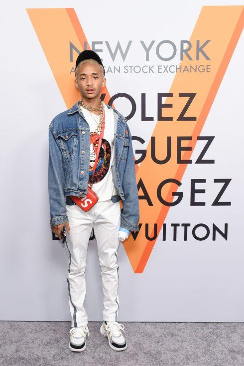 """elle viet nam ugly sneaker trends 2018 3 490x734 - Các ngôi sao thời trang sành điệu """"chao đảo"""" trước kiểu giày ugly sneakers"""
