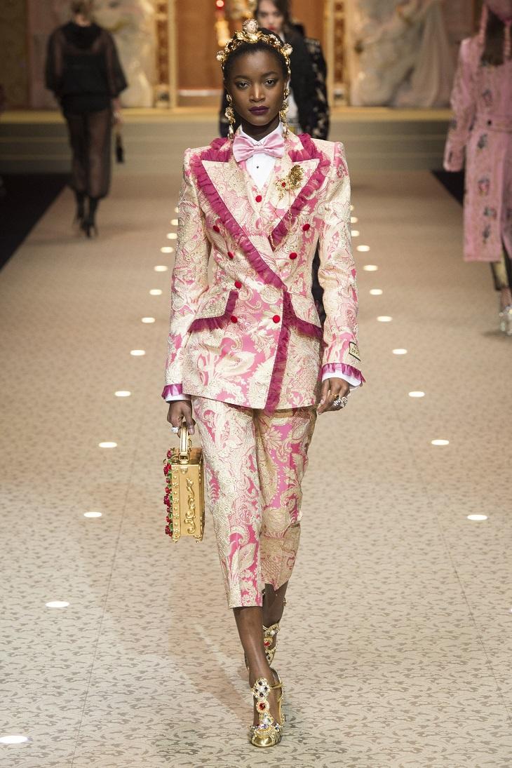 ELLE Việt Nam - Dolce & Gabbana hòa vào cuộc chơi công nghệ với bộ sưu tập Thời trang Tín ngưỡng (23)